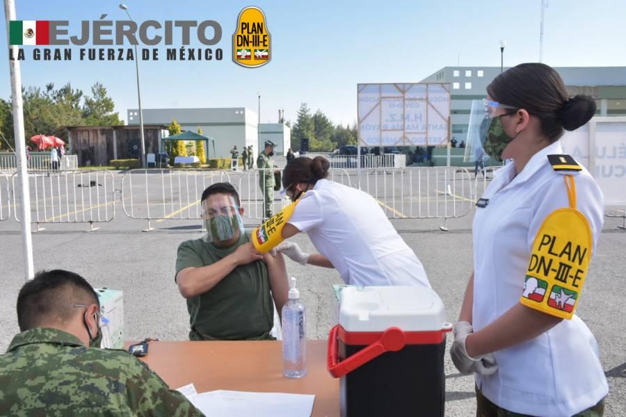 ISSSTE y Ejército Mexicano aplican primera vacuna contra el Covid-19 en el EdoMex