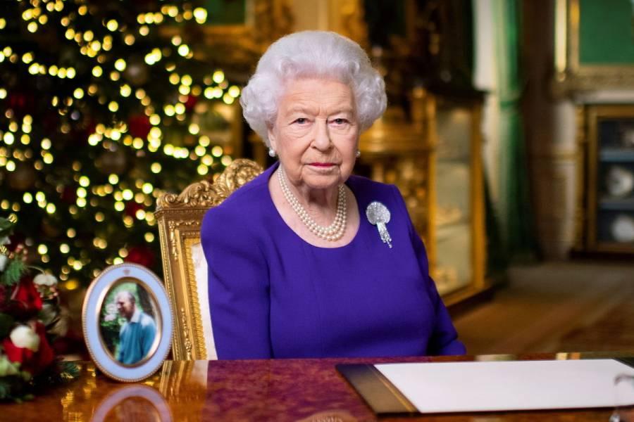 """""""Muchos solo quieren un abrazo por Navidad este año"""": Reina Isabel"""
