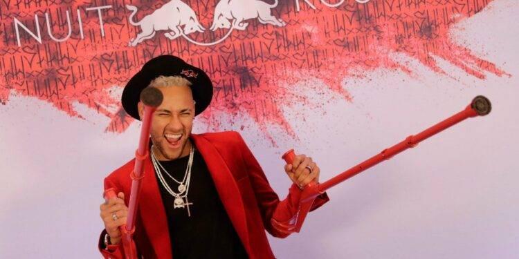 Neymar desata indignación en Brasil por ofrecer una fiesta con unos 500 invitados