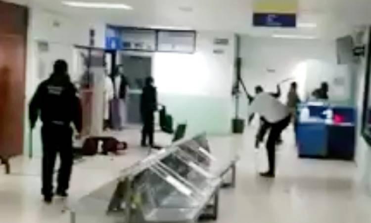Agreden a golpes a personal del hospital para exigir atención médica