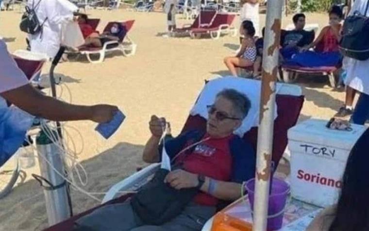 Playas de Acapulco al tope y turista conectado a tanque de oxígeno