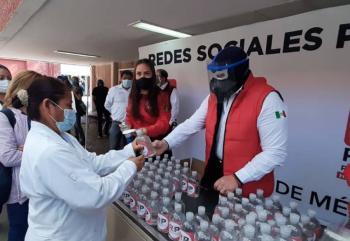 Blue Demon lucha contra el COVID-19 con entrega de kits sanitizantes