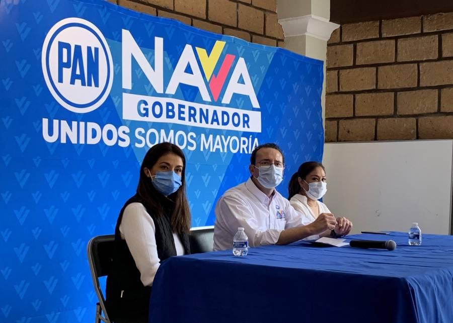 Con galletas, salsa y su foto, Nava pide su voto