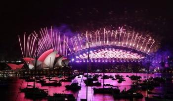 Sydney deslumbra con fuegos artificiales para recibir al 2021
