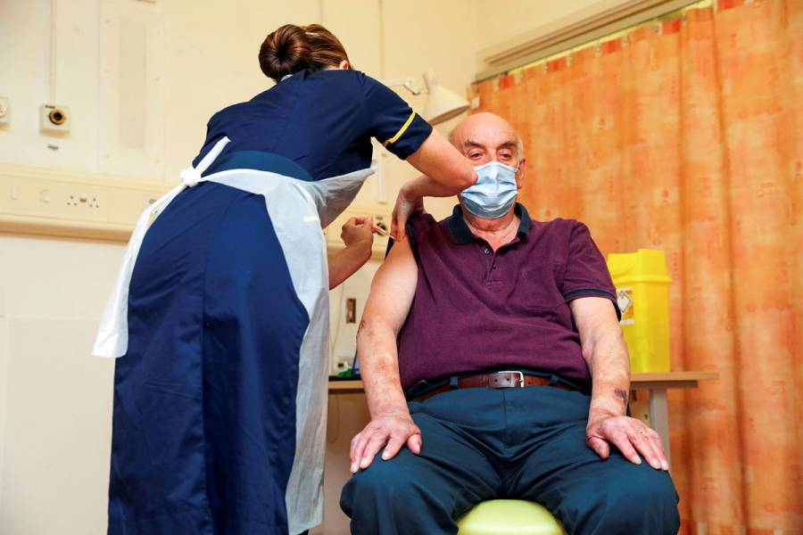 Reino Unido comenzó a aplicar la vacuna contra COVID-19 de AstraZeneca
