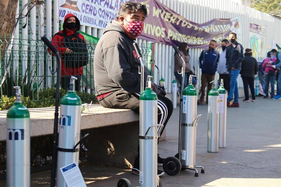 Decenas de personas solicitan tanques de oxígeno gratuitos en CDMX