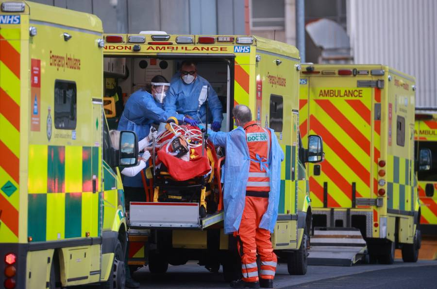 Emergencia en GB: contagios  ligan 5 días por arriba de 50 mil