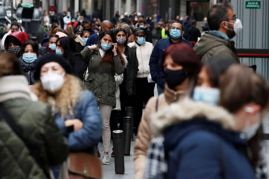 España afronta una tercera ola de COVID-19; roza los 2 millones de contagios