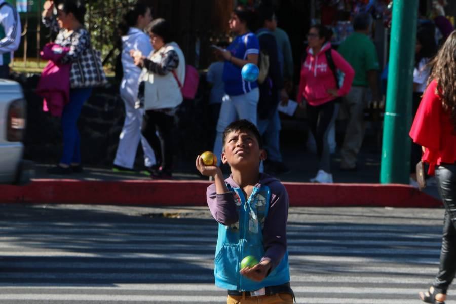 No dar monedas a niños en semáforos: DIF