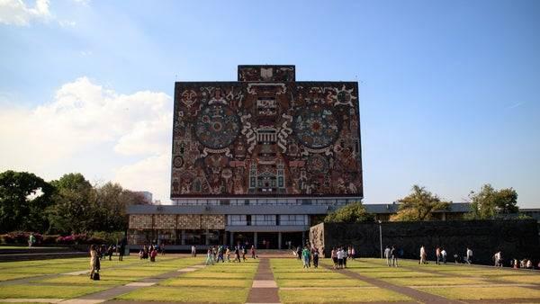 Caciques en universidades
