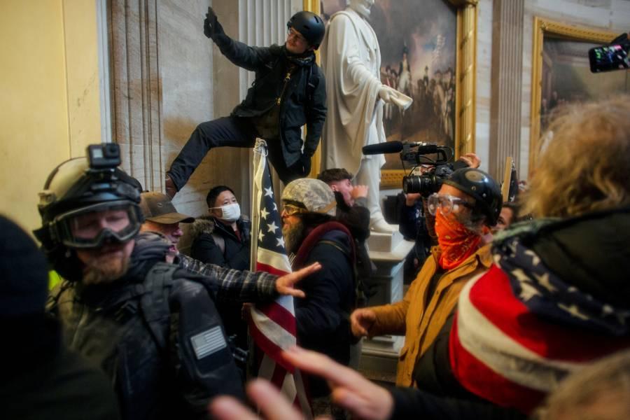 """Ex fiscal de EEUU señala a Donald Trump de """"traición"""" por incitar a disturbios en Capitolio"""