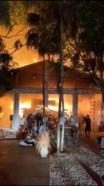 Video: Incendio en Tulum consume el Jungle Market y comercios
