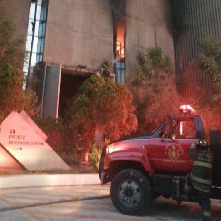 Se incendia edificio del Metro en el Centro Histórico y suspenden servicio en varias líneas