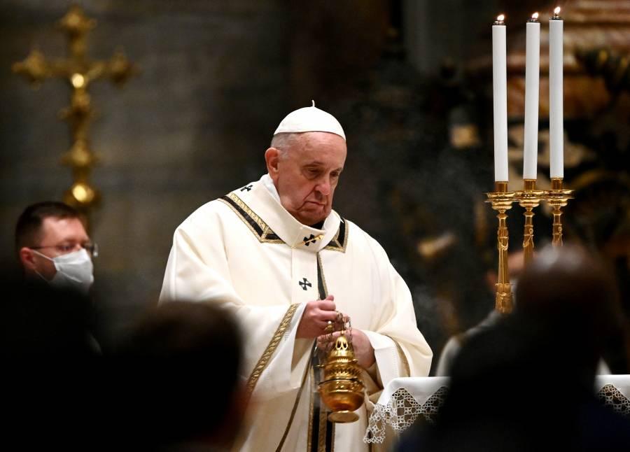 Por COVID-19, muere médico personal del papa Francisco