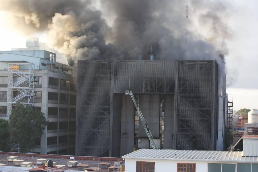 Incendio en oficinas del Metro controlado al 90%: Sheinbaum