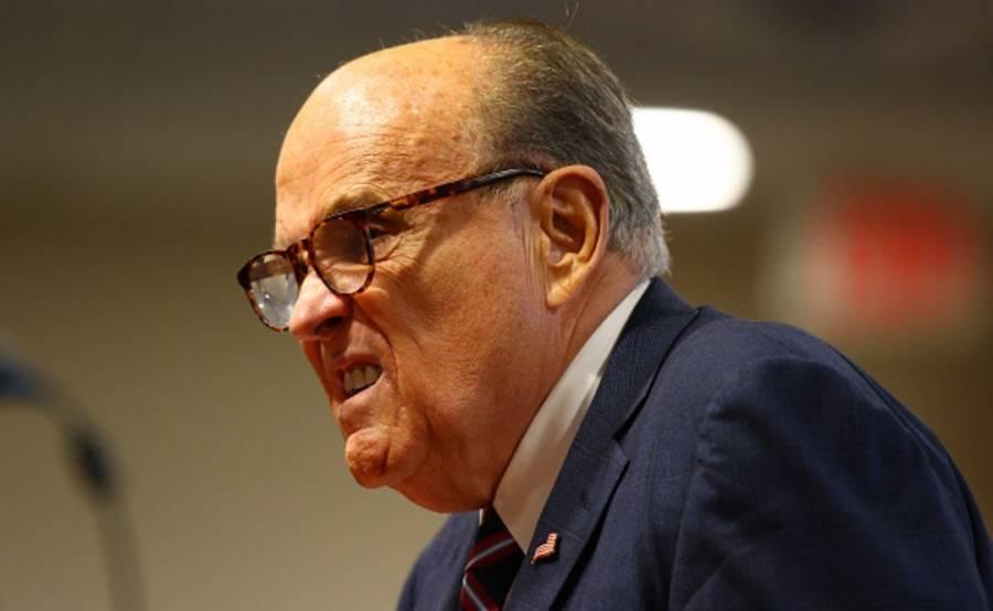 Podría acudir Donald Trump de nuevo a Giuliani para defenderse de juicio político