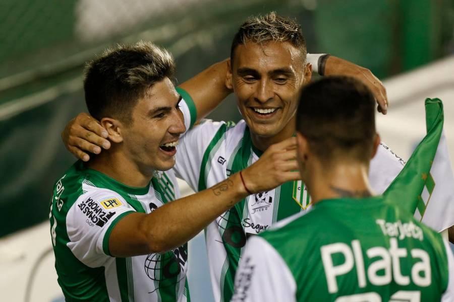 Banfield goleó a San Lorenzo y se enfrentará en la final ante el Boca Junior