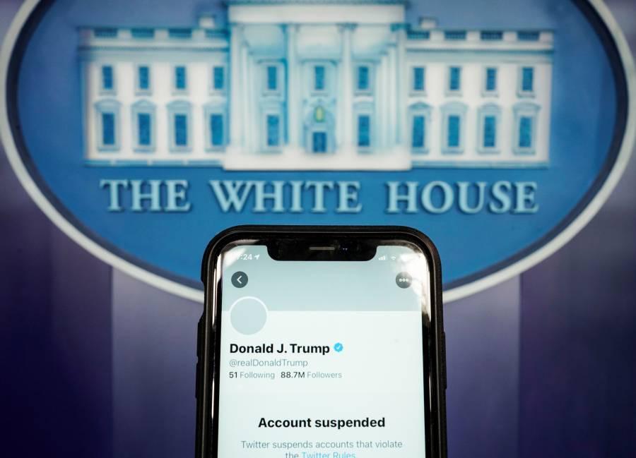 Tras suspender cuenta de Trump, acciones de Twitter se desploman