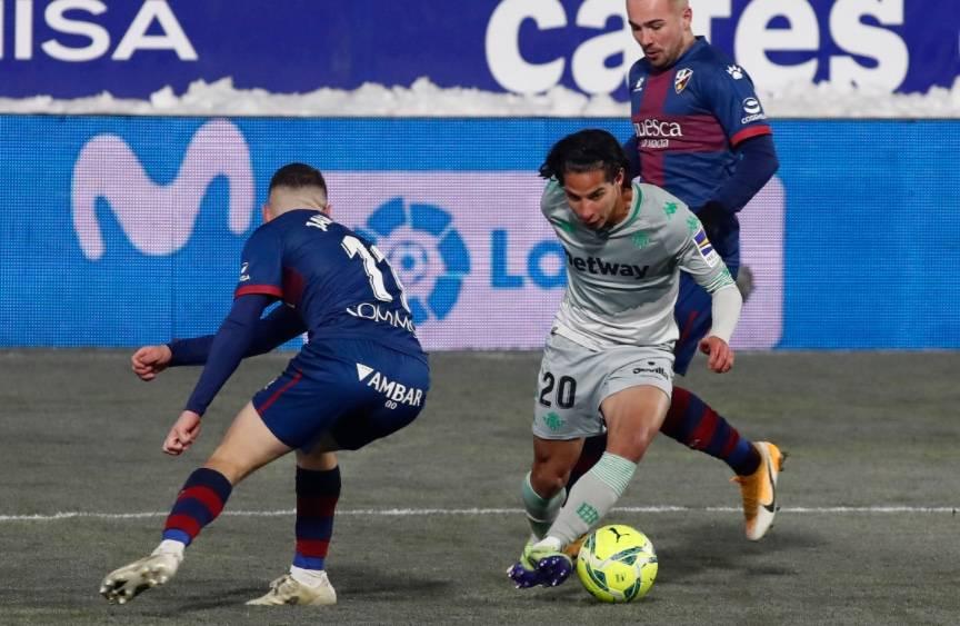 Diego Lainez titular en la victoria del Betis sobre el Huesca