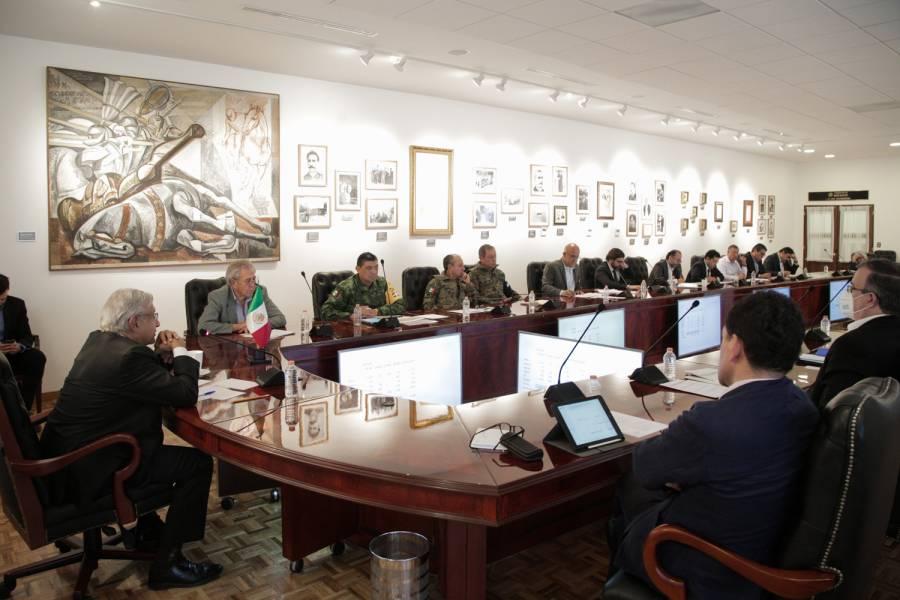 Se reúne AMLO con gabinete para ver integración de autónomos a gobierno