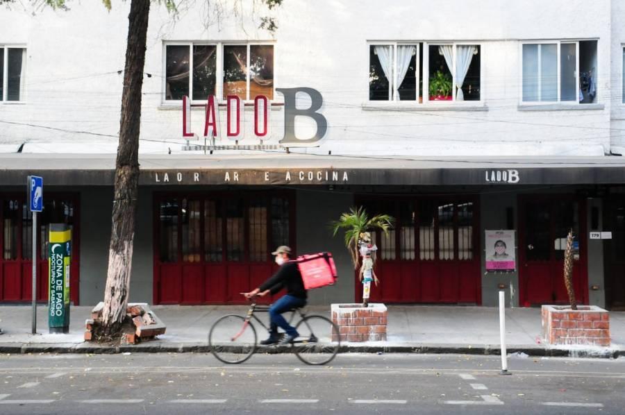 Restaurantes desafían semáforo rojo