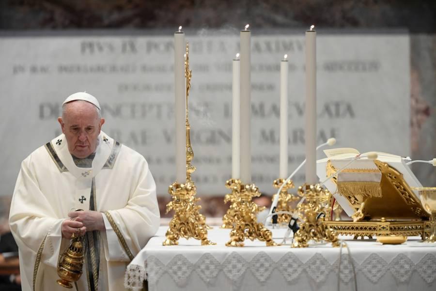 Papa abre espacio a las mujeres en el altar