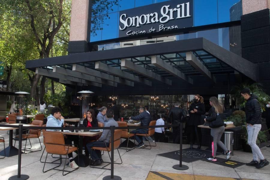 Pese a Semáforo Rojo, INVEA encuentra cuatro restaurantes con clientes en su interior