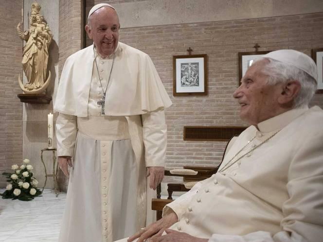 Vacunan al papa Francisco y a Benedicto XVI en el Vaticano