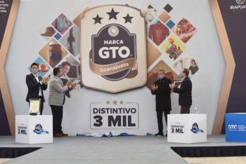 Entrega gobernador distintivo 3 mil de la Marca GTO