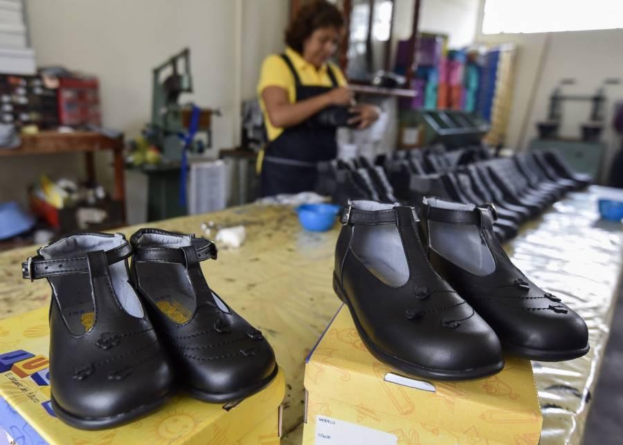 Fabricantes de zapatos escolares en San Mateo Atenco reinician labores