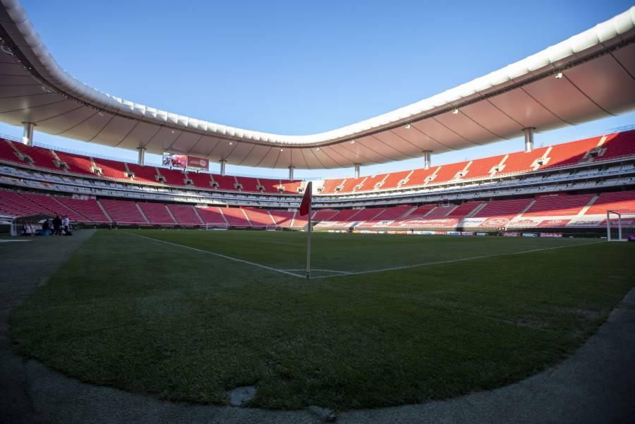 Por incremento de contagios de Covid-19, Chivas y Atlas no reabrirán estadios