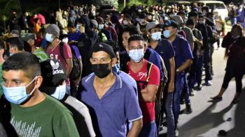 Hondureños salen en caravana hacia EEUU