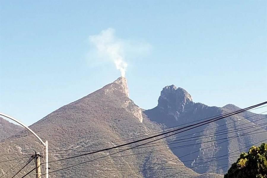 Reportan incendio en el Cerro de la Silla