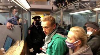Alexei Navalny es detenido tras aterrizar en aeropuerto de Rusia
