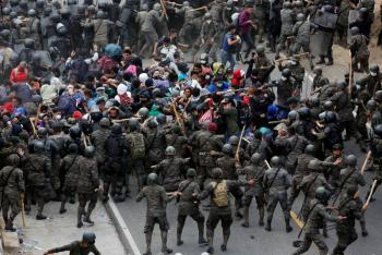 Fuerzas de Seguridad de Guatemala disuelven caravana de migrantes hondureños