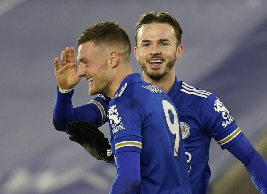 Leicester City se pone líder en la Premier League tras vencer al Chelsea