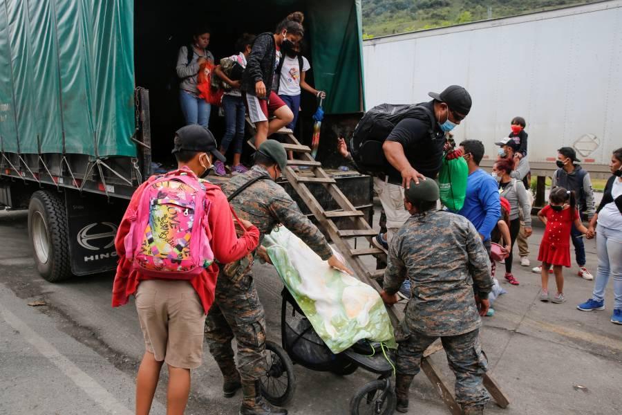 Guatemala sigue retornando migrantes de caravana a frontera con Honduras