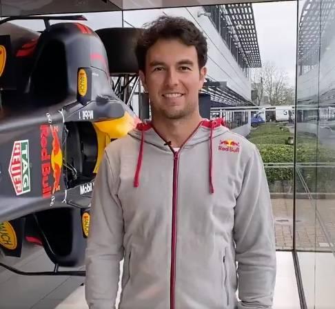 """Checo"" Pérez ya luce como nuevo piloto de Red Bull"