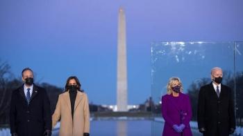 Biden y Harris rinden homenaje a las víctimas de Covid-19
