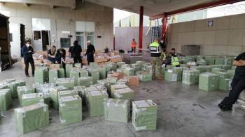 Frena Aduanas ingreso ilegal de tenis y celulares en aduana del AICM