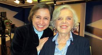 """Poniatowska y Aristegui critican a AMLO por """"mañaneras"""" y desaparición de órganos autónomos"""