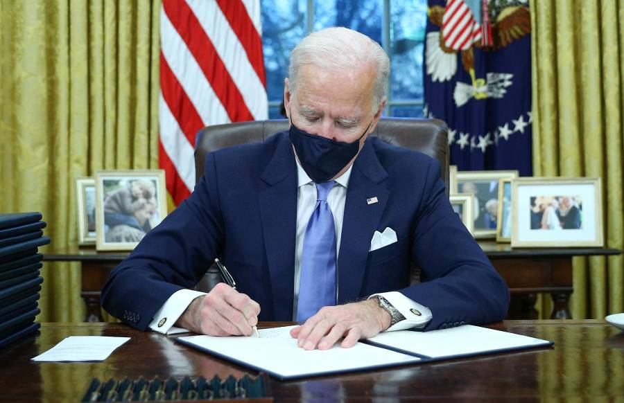 Biden firma el regreso de EEUU al acuerdo de París; revoca permiso sobre oleoducto Keystone XL