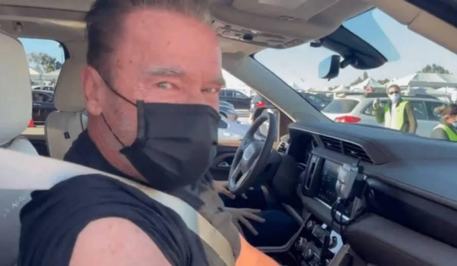 Recibe vacuna contra Covid el actor Arnold Schwarzenegger