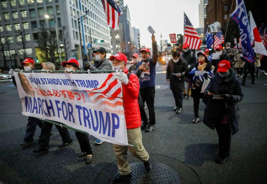 Simpatizantes de Trump se manifiestan en Tokio previo a investidura de Biden