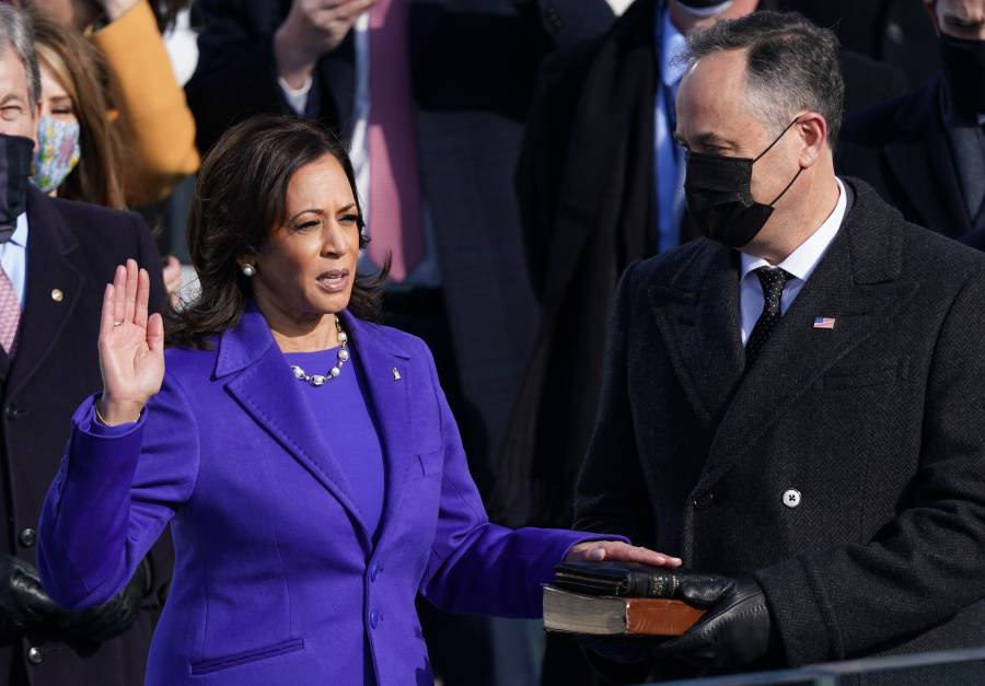 Kamala Harris toma juramento como primera mujer vicepresidenta de EEUU