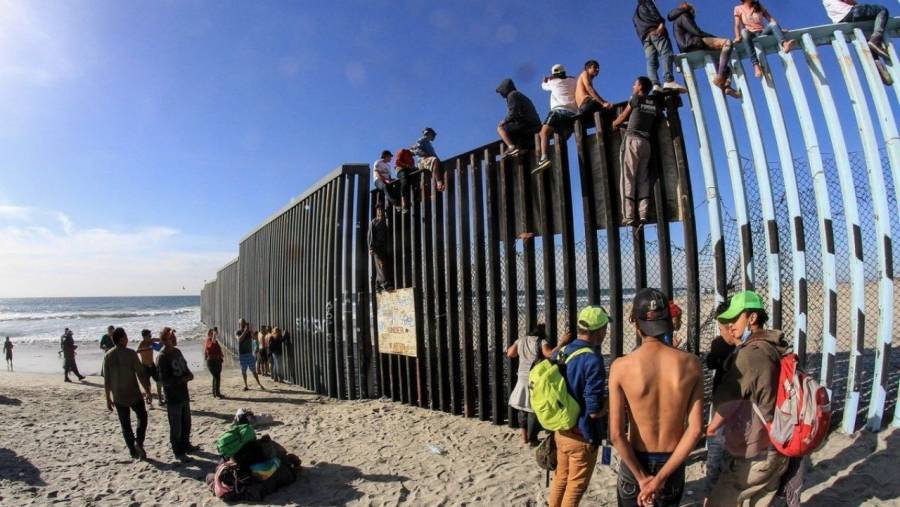 Biden ordena detener la construcción del muro fronterizo