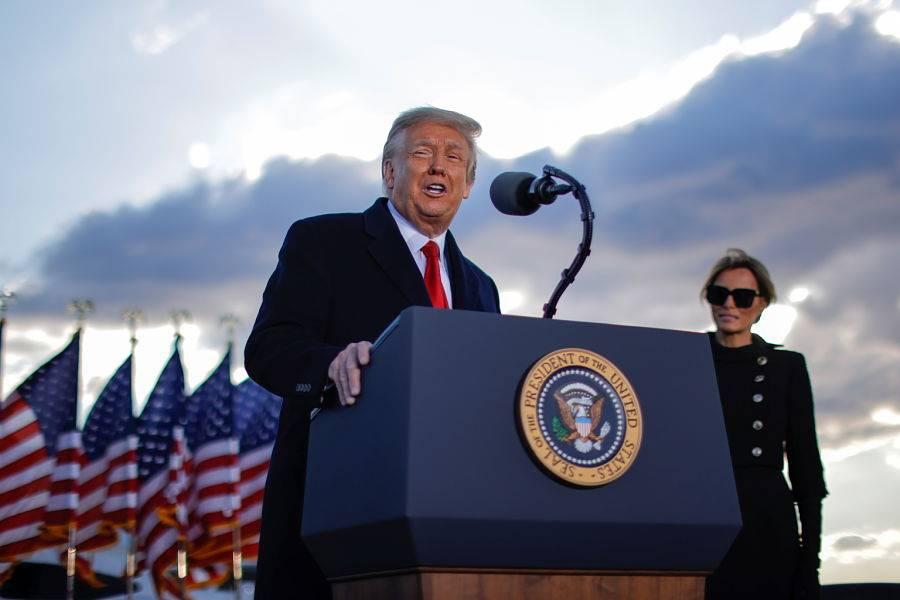 Ordena Trump suspender deportaciones de venezolanos en EEUU por 18 meses