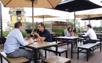 Analizan autoridades y restaurantes ampliación del horario de consumo
