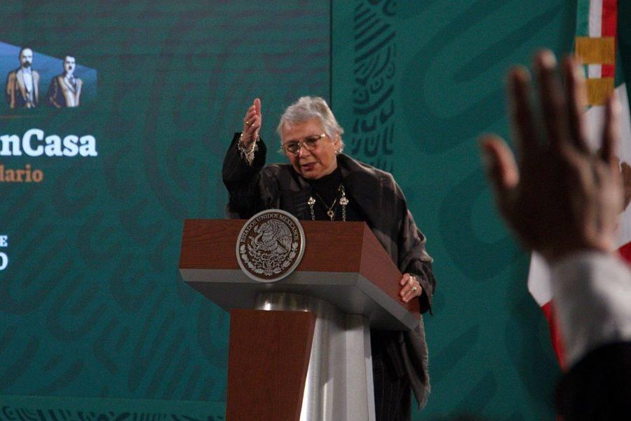 """Olga Sánchez Cordero encabeza """"mañanera"""" y aclara que AMLO sigue en funciones"""