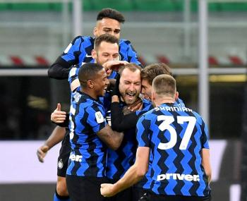 Golazo de Eriksen elimina al Milan y mete al Inter a semifinales de Copa